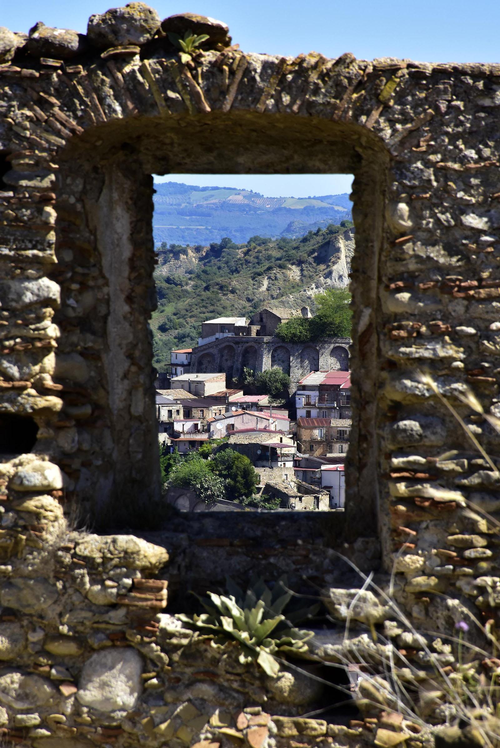 Vista su Roccabelarda  da finestra del Convento