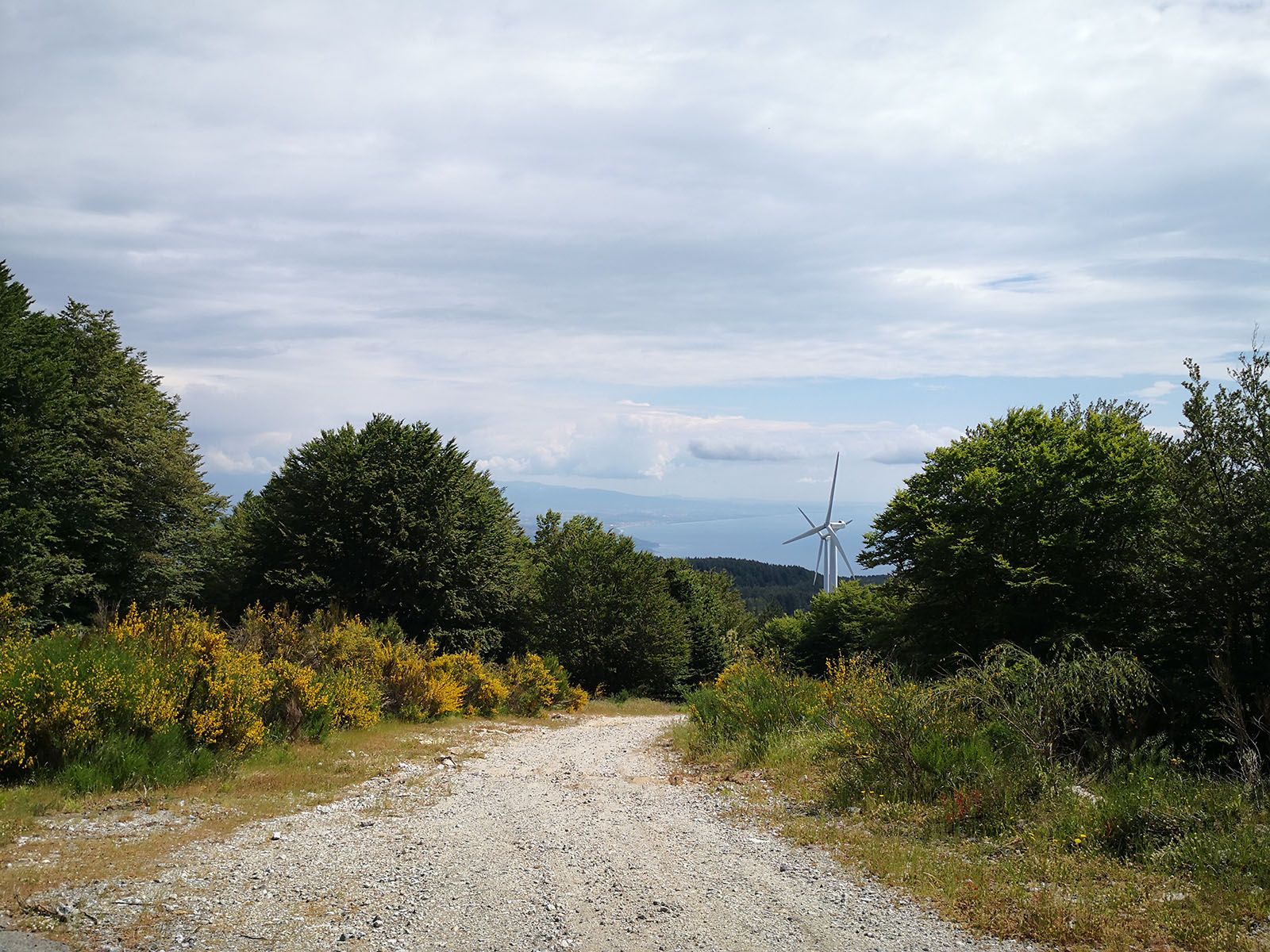 Parco eolico e sullo sfondo Baia di Soverato e Golfo di Squillace