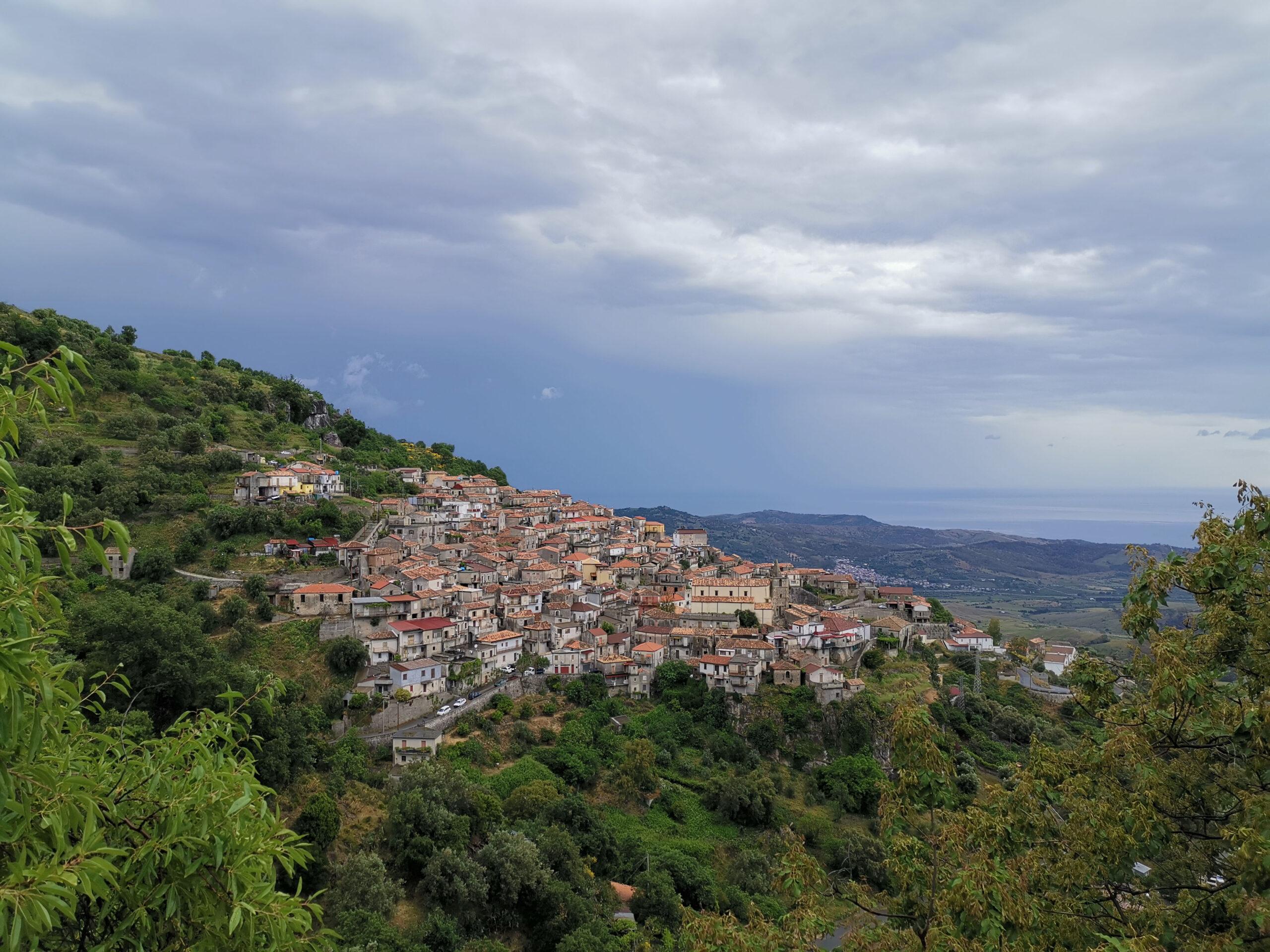 Veduta sul borgo di Staiti