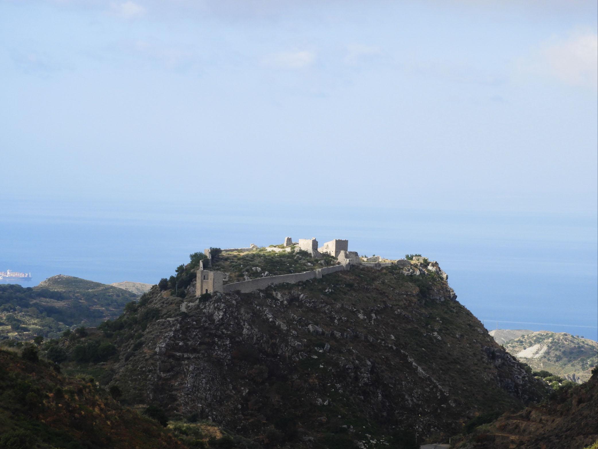 Castello di Sant'Aniceto visto dall'Alto